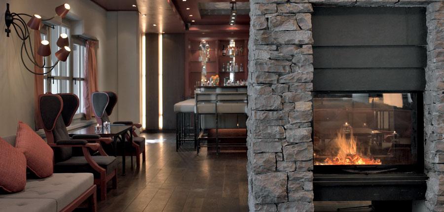 Austria_Kitzbuhel_Hotel-Schwarzer_Adler_Lounge_fire.jpg